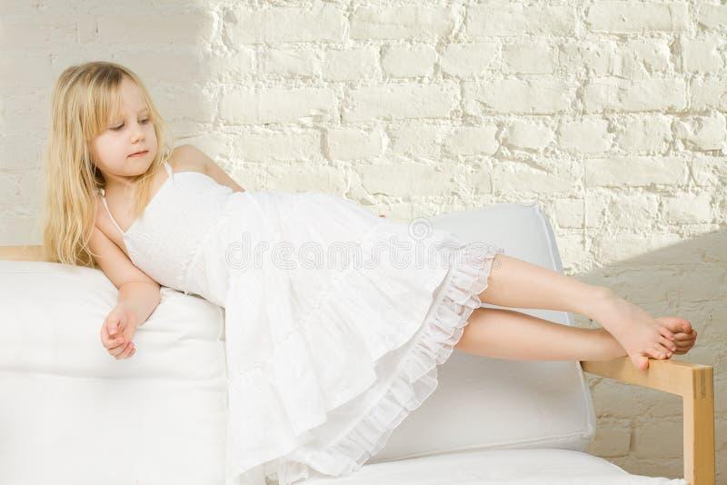 Het meisjeshuis van het kind stock foto