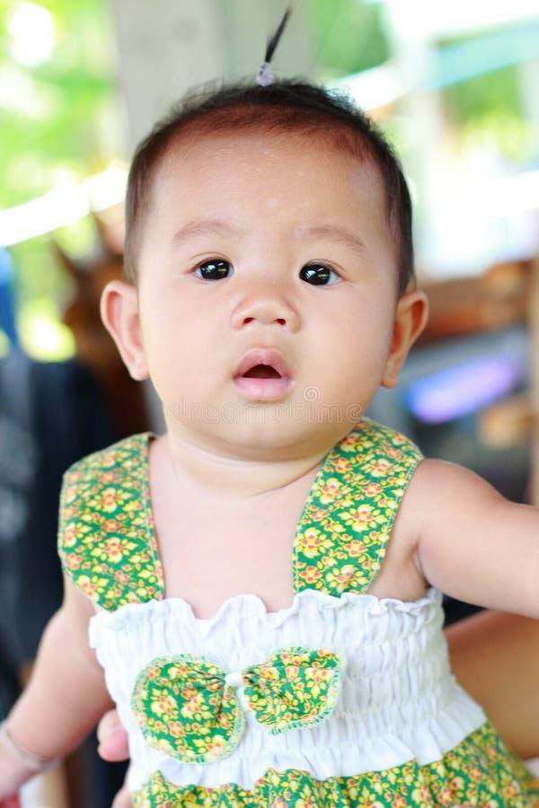 Download Het Meisjesportret Van De Baby Leuk Baby Stock Foto - Afbeelding bestaande uit gezicht, looking: 39114136