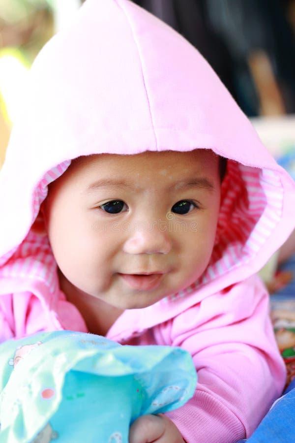 Download Het Meisjesportret Van De Baby Leuk Baby Stock Afbeelding - Afbeelding bestaande uit persoon, gelukkig: 39114319