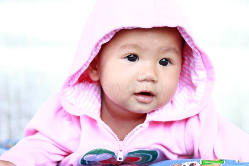 Download Het Meisjesportret Van De Baby Leuk Baby Stock Foto - Afbeelding bestaande uit ogen, emotie: 39114914