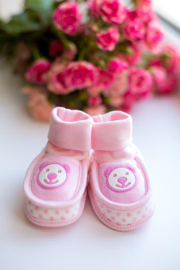 Het meisjesschoenen van de baby stock afbeelding