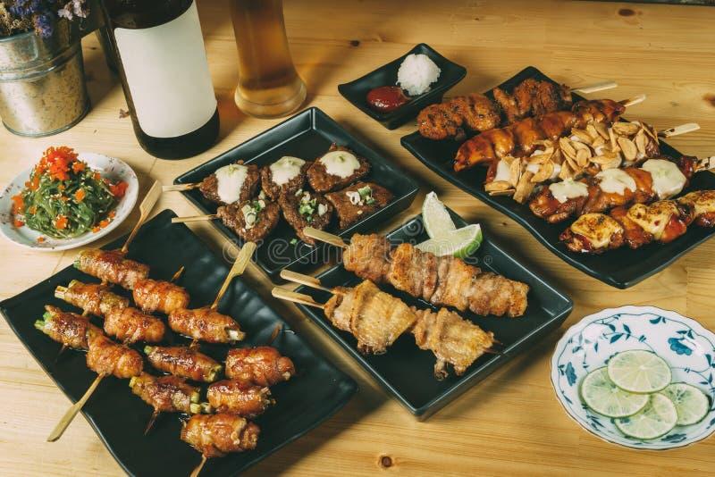 Het mengen zich van de Japanse stijl van voedselizakaya, concept van het Partij het vastgestelde menu royalty-vrije stock foto's