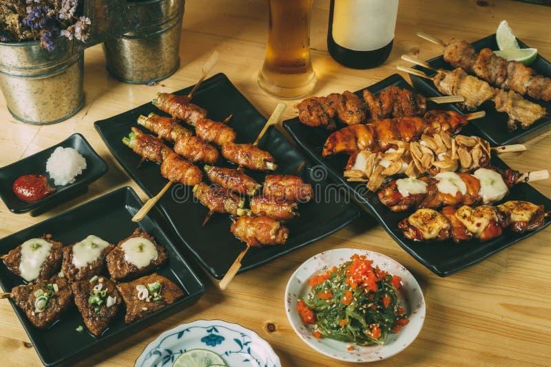 Het mengen zich van de Japanse stijl van voedselizakaya, concept van het Partij het vastgestelde menu royalty-vrije stock afbeeldingen