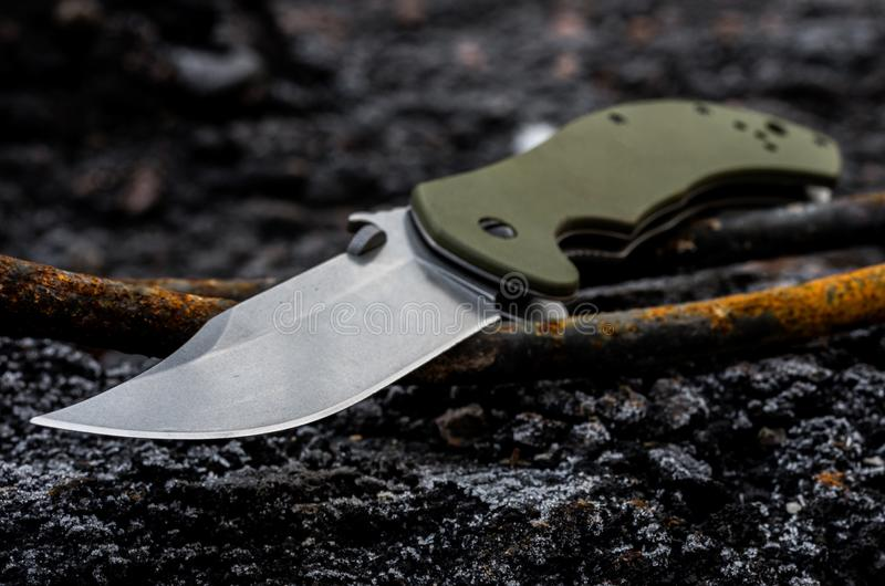 Het mes is diagonaal Het legermes royalty-vrije stock foto