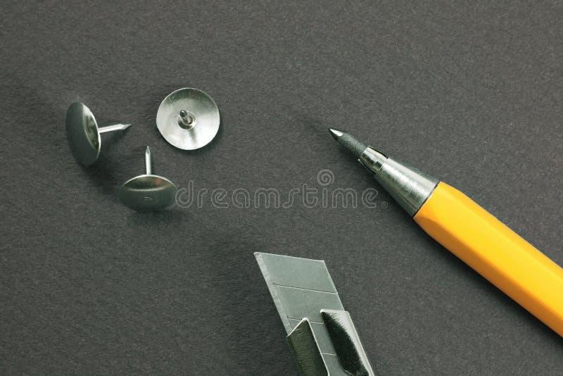 Het mes van het blad, mechanisch potlood, tekening-speld stock foto