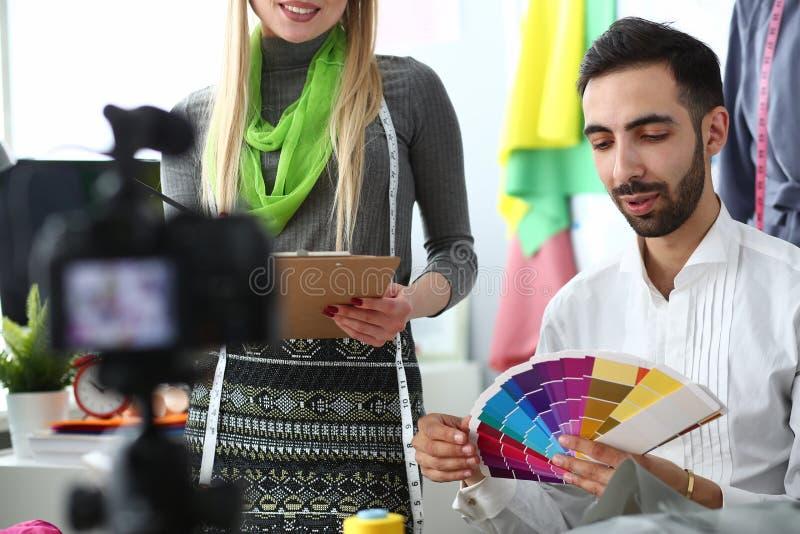 Het met de hand gemaakte Kleermakerij Sociale Media Concept van Vlog stock foto's
