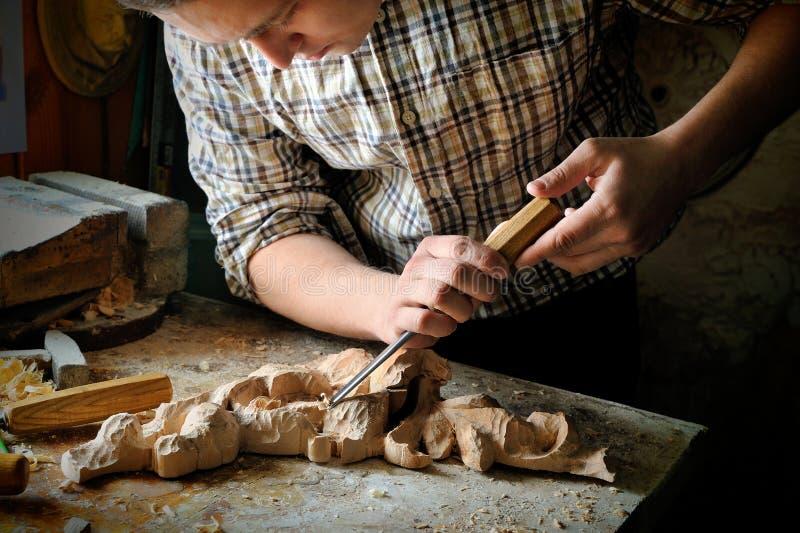 Het met de hand gemaakte kunstknipsel snijden met snijder stock foto's