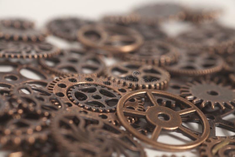 Het metaal past wielen aan stock afbeelding