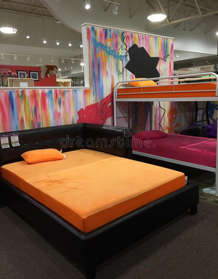 Het meubilair van de het jonge geitjeslaapkamer van Nice voor verkoop bij opslag stock fotografie