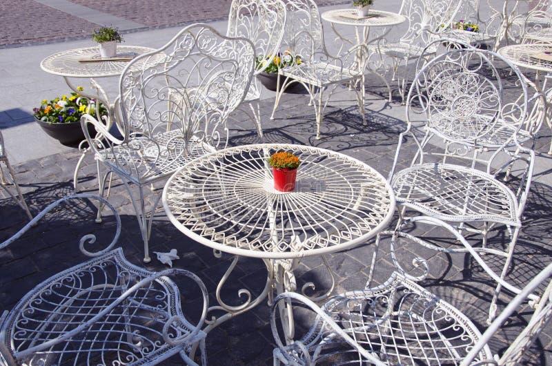 Het meubilair van het de koffiemetaal van de straat royalty-vrije stock afbeeldingen