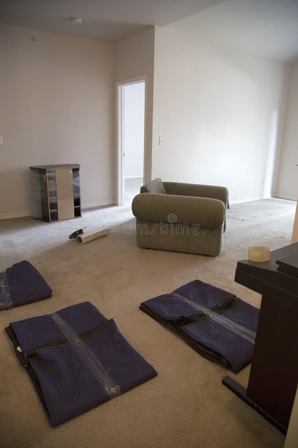 Het meubilair zal zich beweegt aan nieuw huis royalty-vrije stock foto