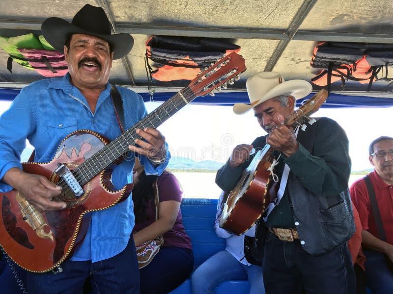 Het Mexicaanse Band Spelen stock foto's