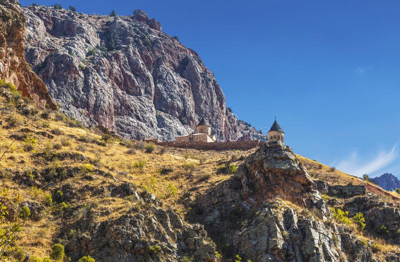 Het middeleeuwse klooster van Noravank in de bergen van Armeni? royalty-vrije stock foto's