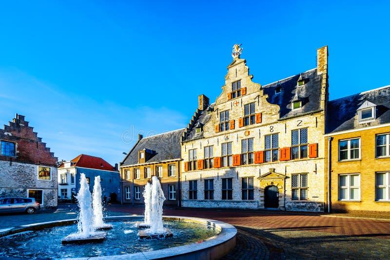 Het middeleeuwse St Jorisdoelen gebouw in Historische Stad van Middelburg, Nederland stock fotografie