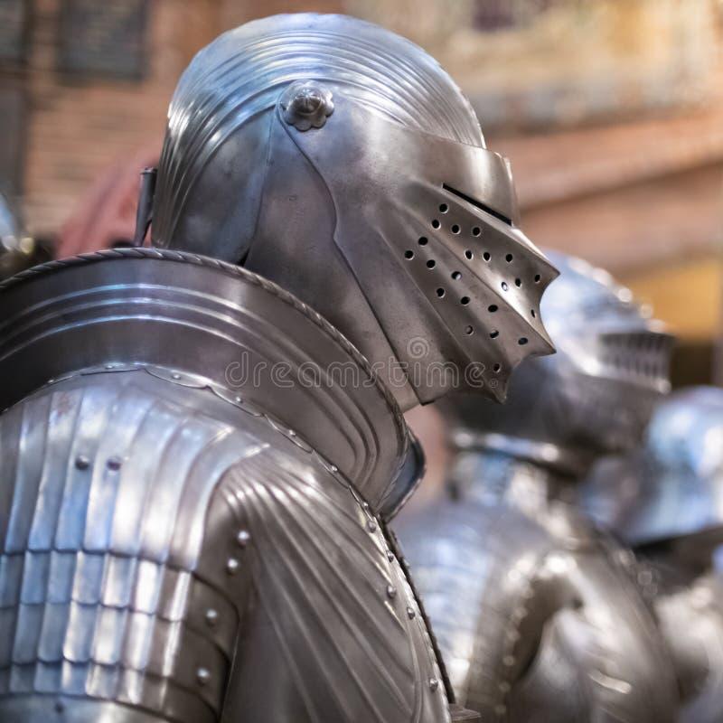 Het middeleeuwse Volledige Pantser van het Lichaamsmetaal stock afbeeldingen