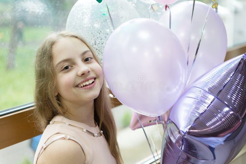 Het is mijn partij De partij van de verjaardag De ideeën vieren verjaardag voor tienerjaren Haar speciale dag Verjaardagsviering  stock afbeelding