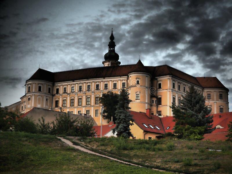 Het Mikulovkasteel is in de stad van Mikulov in Zuid-Moravi?, Tsjechische Republiek stock foto's