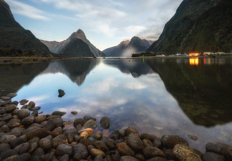 Het Milford-Geluid fiord Het Nationale Park van Fiordland royalty-vrije stock foto