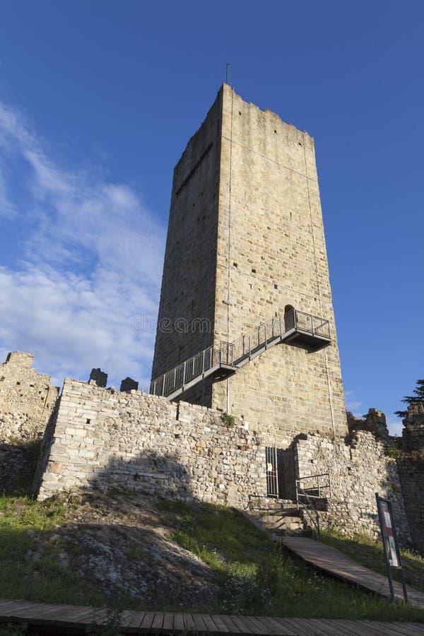 Het militaire vestingwerk van het Barradellokasteel Vanaf de bovenkant van de Toren, symbool van de stad van Como Het Meer van Co stock afbeeldingen