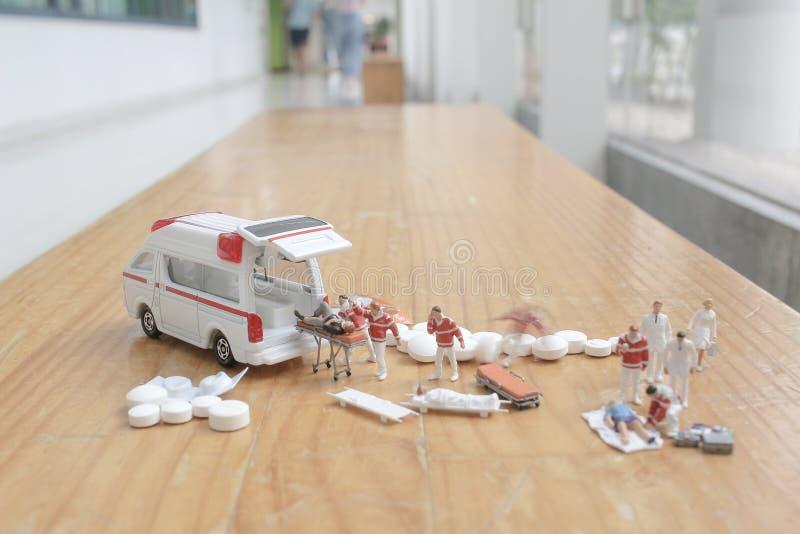 het minicijfer van eerste hulp bij ziekenwagen stock foto