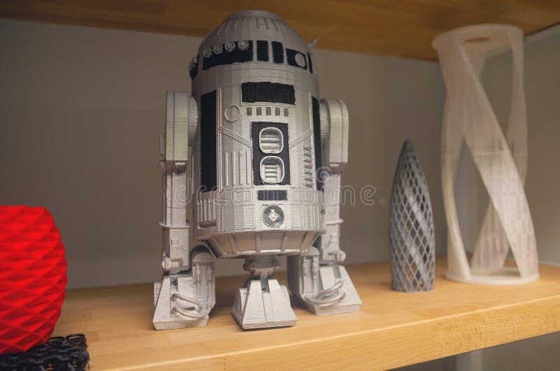 Het model robot-Android is gedrukt op een 3d printer stock foto's
