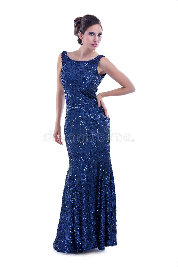 Het model stellen in lange elegante kleding stock foto