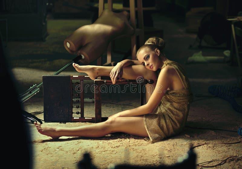 Het model stellen van de blonde stock foto
