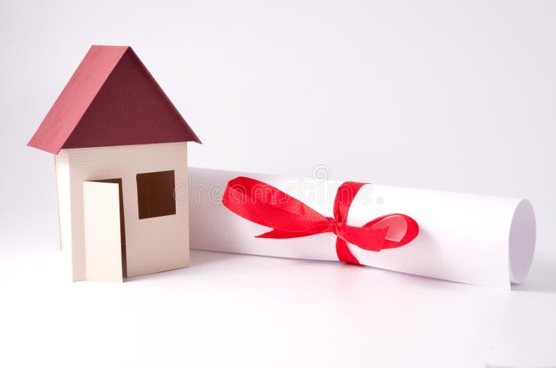 Het model van het huis met document royalty-vrije stock foto's
