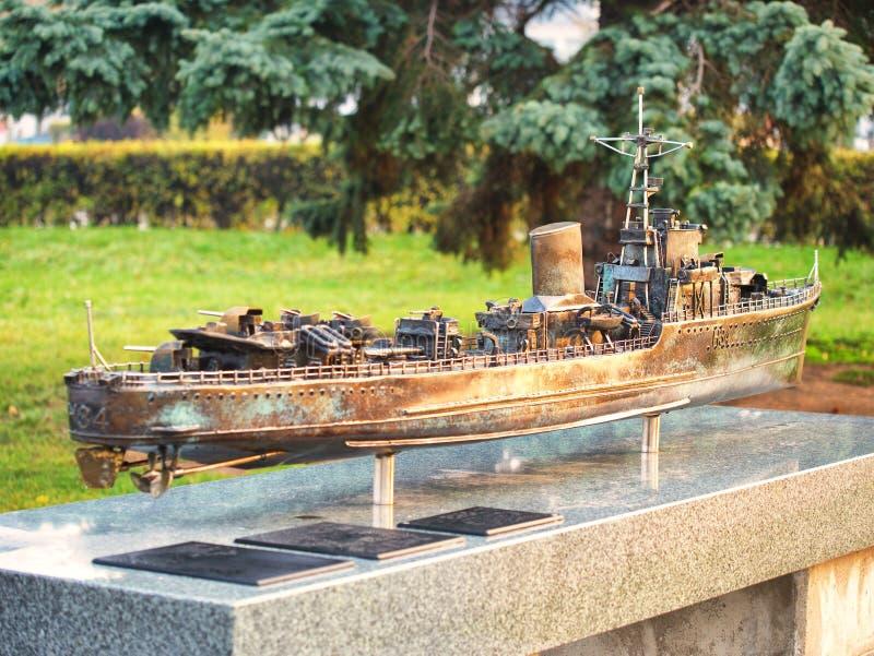 Het model van het oorlogsschipbrons in Gdynia Polen stock foto
