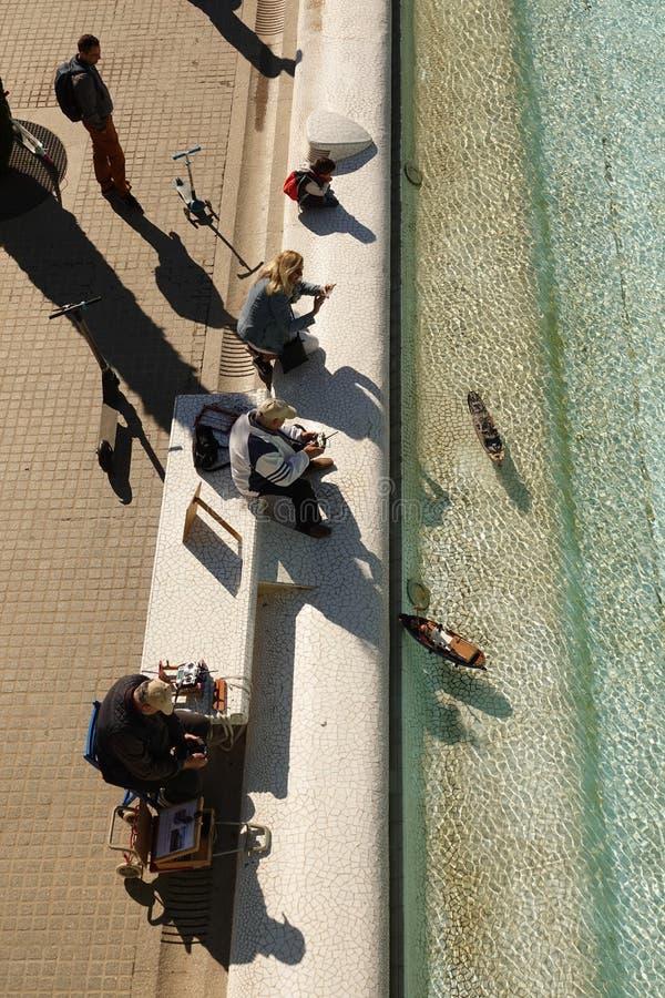 Het modelboot spelen in Stad van Kunsten en Wetenschappen in Valencia, Spanje stock afbeelding