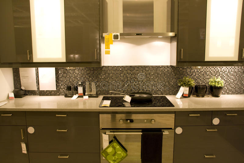 Het moderne binnenland van de huiskeuken stock foto
