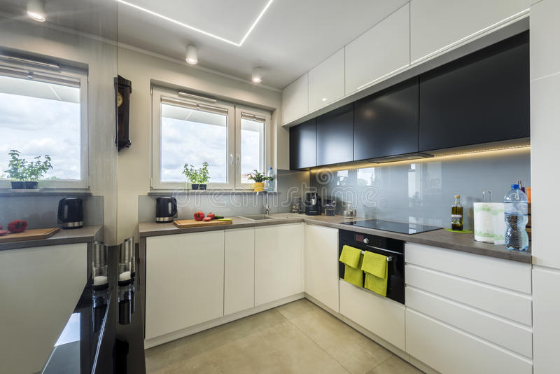 Het moderne Binnenlandse Ontwerp van de Keuken royalty-vrije stock fotografie