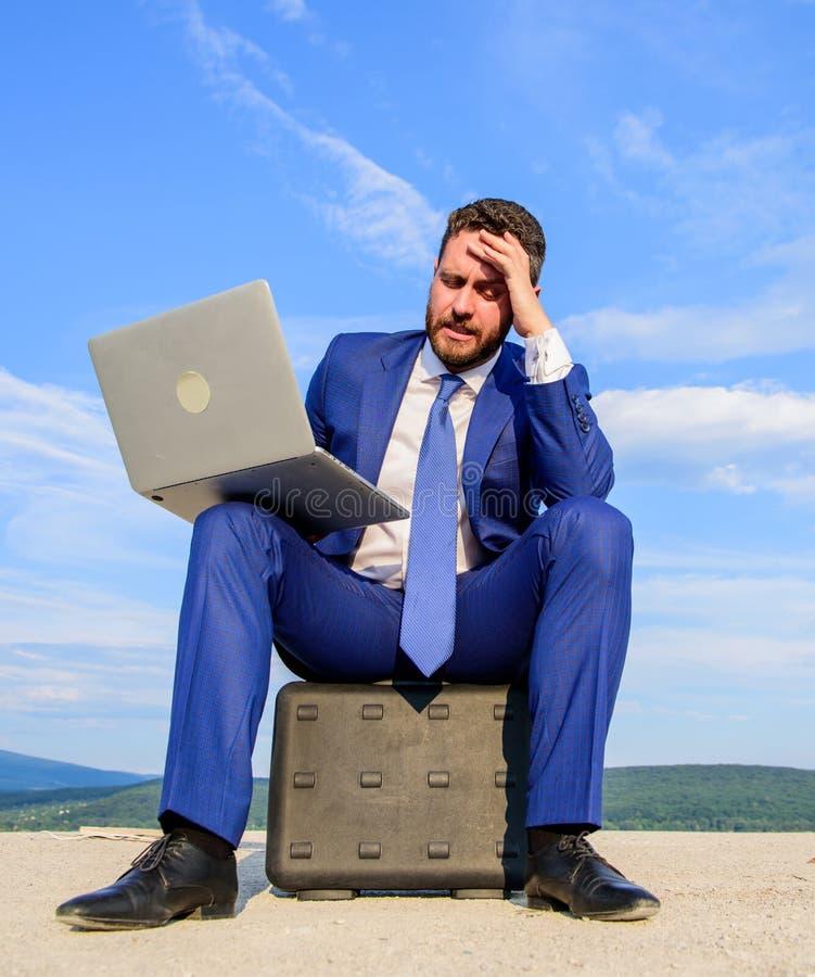 Het moderne de kanswerk van het technologieën draagbare apparaat wereldwijd Beste bedrijfslaptops Laptop onontbeerlijke attribute stock afbeelding