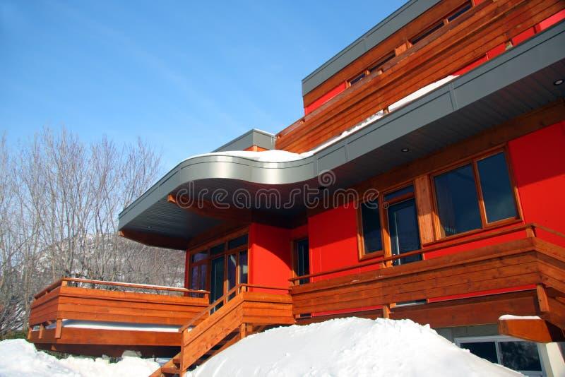 Het moderne huis van Upscale royalty-vrije stock afbeeldingen