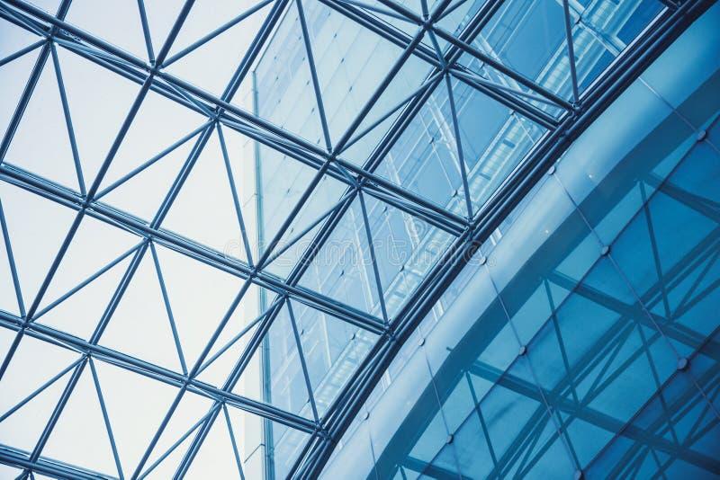 Het moderne kader van het het dakmetaal van het de bouwglas royalty-vrije stock afbeelding
