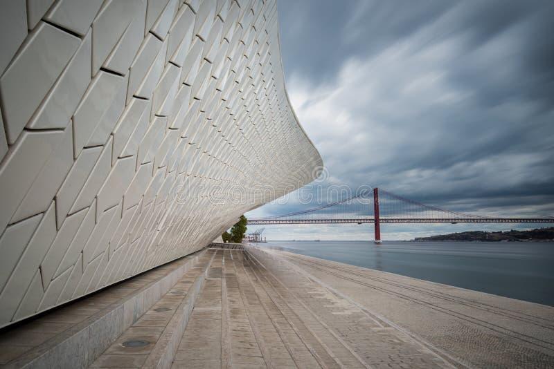 Het moderne MAAT-museum in Lissabon, Portugal royalty-vrije stock fotografie