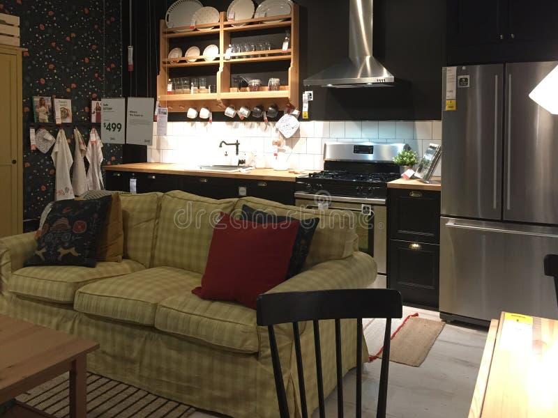 Het moderne meubilair van Nice voor verkoop bij opslag IKEA Amerika stock foto's
