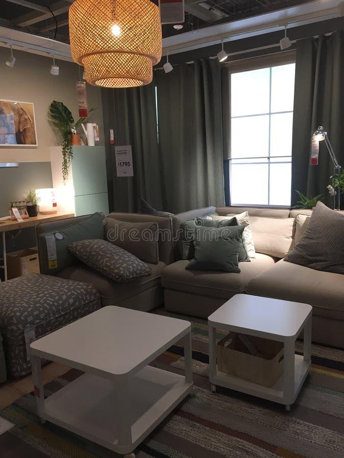 Het moderne ontwerp van de familieruimte bij opslag IKEA Texas America stock foto's