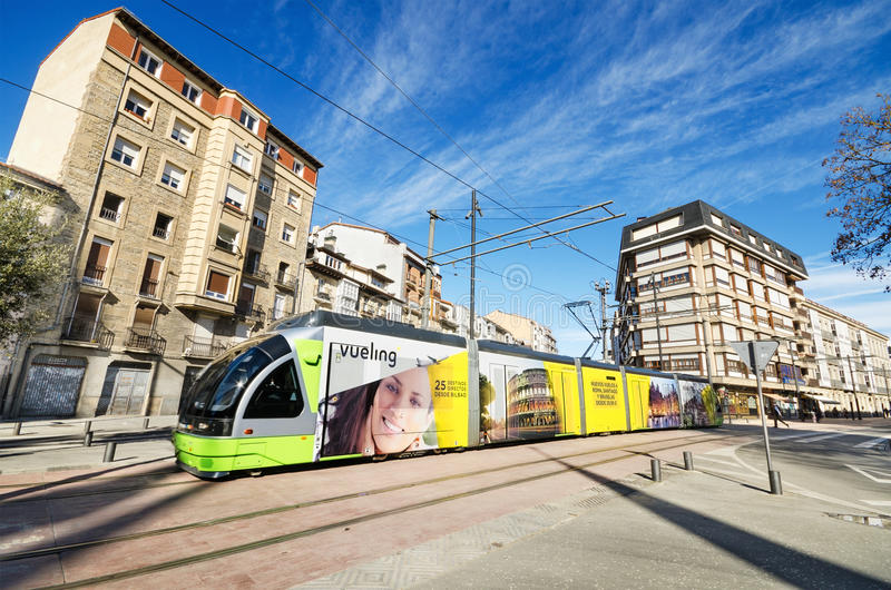 Het moderne openbare vervoer van Vitoria op 8 Maart, 2015 De Vitoriatram werd ingehuldigd in 2008 royalty-vrije stock foto's
