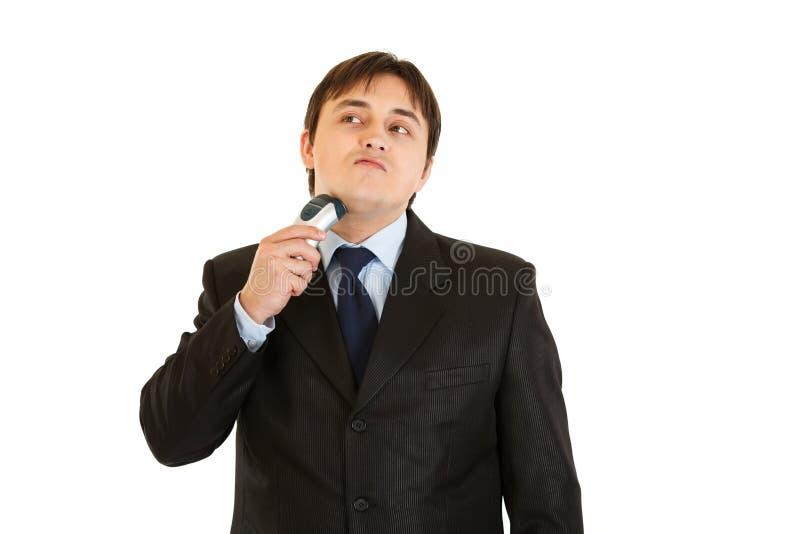 Het moderne zakenman scheren met scheerapparaat stock afbeelding