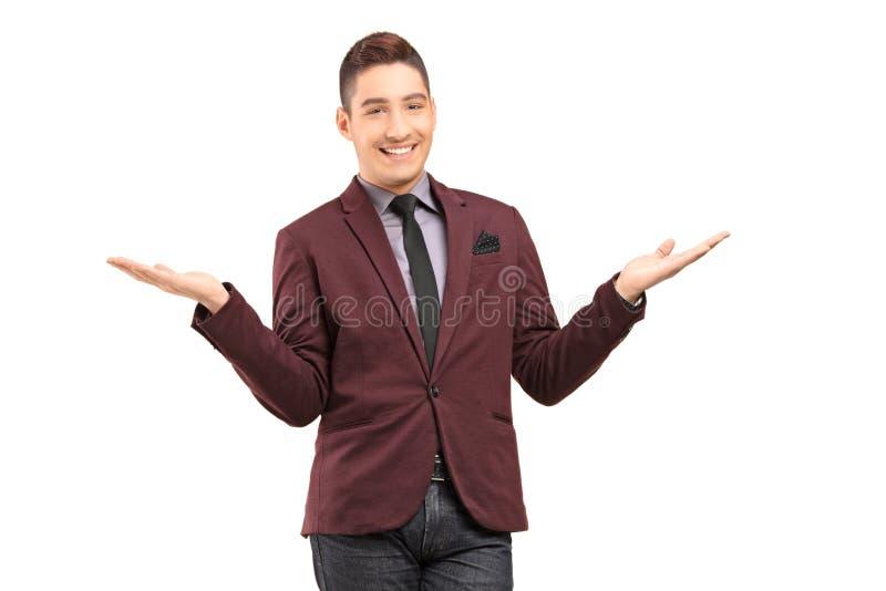 Het modieuze glimlachen het mannelijke gesturing met handen royalty-vrije stock fotografie
