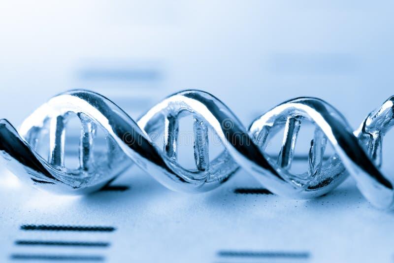 Het moleculaire, model van DNA en van het atoom in het laboratorium van het wetenschapsonderzoek stock foto