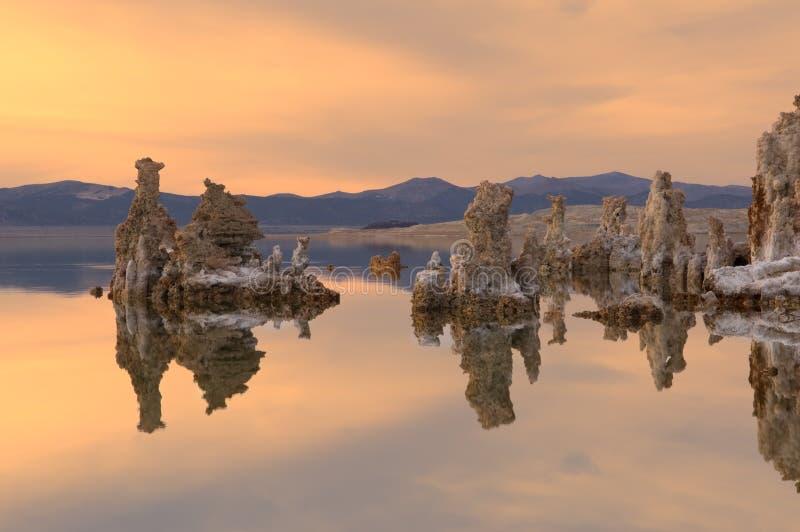 Het MonoMeer van de zonsondergang stock afbeeldingen