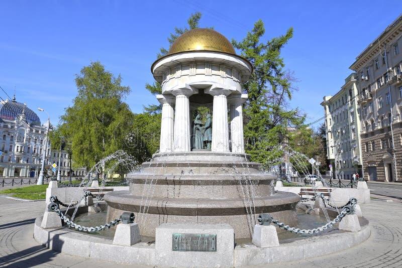 Het monument aan Alexander Pushkin en Natalia Goncharova stock foto's