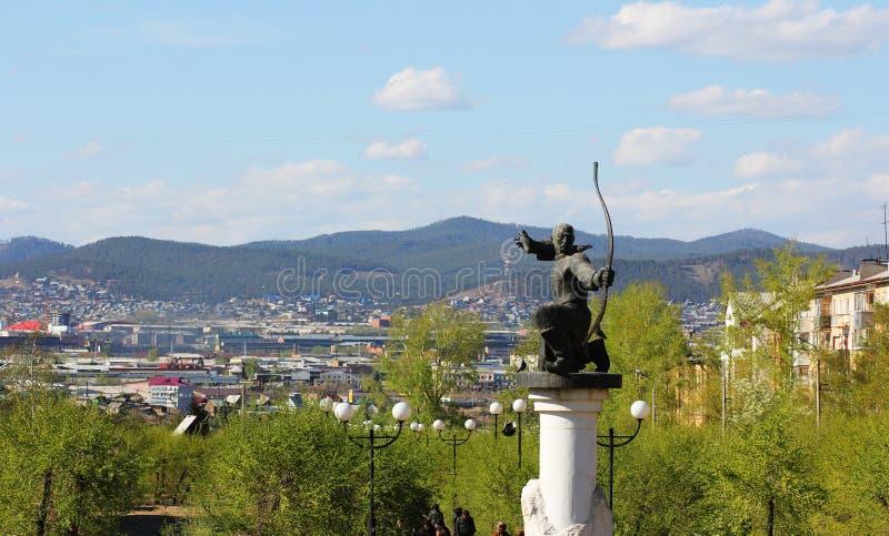 Het monument aan Archer op de achtergrond van bergen royalty-vrije stock foto's