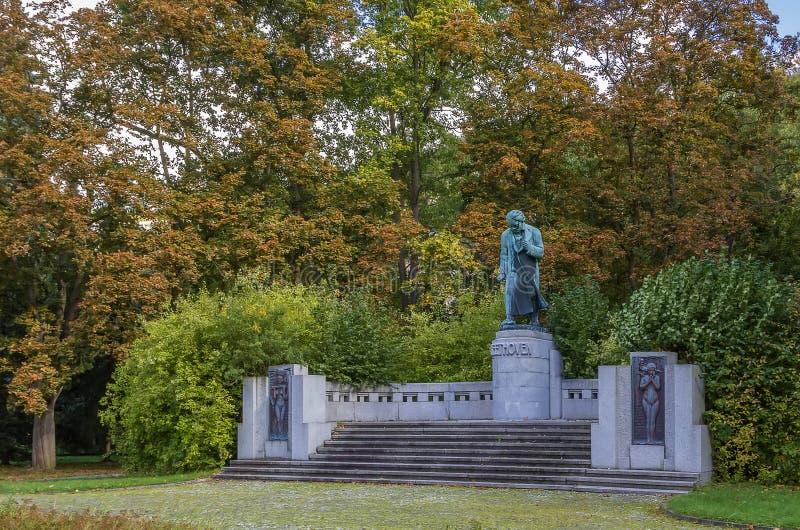 Het monument aan Beethoven, Karlovy varieert stock fotografie