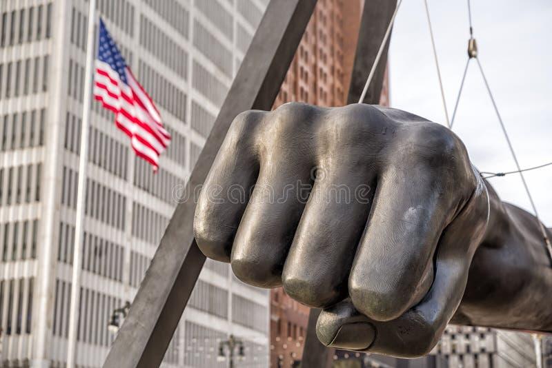 Het Monument aan Joe Louis, dat ook als Vuist wordt gekend, is een gedenkteken aan de bokser in Hart Plaza van Detroit Detroit, M royalty-vrije stock fotografie
