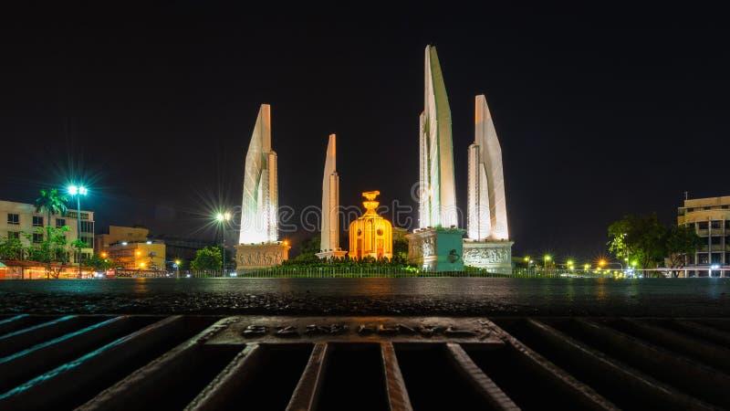 Het monument van de Democratie is een openbaar monument in het centrum van Bangkok, hoofdstad van Thailand stock fotografie