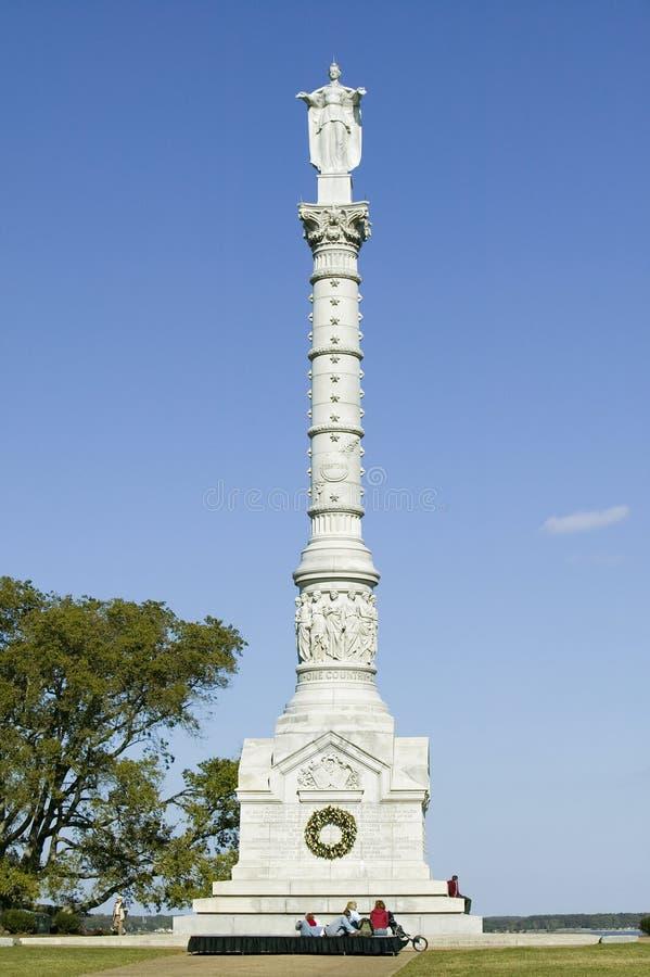 Het Monument van de Overwinning van Yorktown in Koloniaal Nationaal Historisch Park, Historische Driehoek, Virginia Het standbeel royalty-vrije stock afbeelding