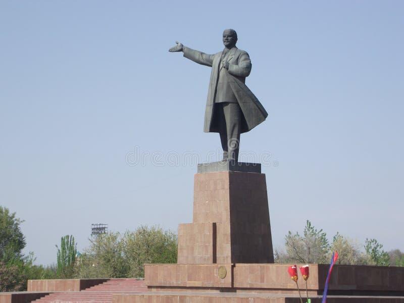 Het monument van Lenin in de stad van Osh stock foto's
